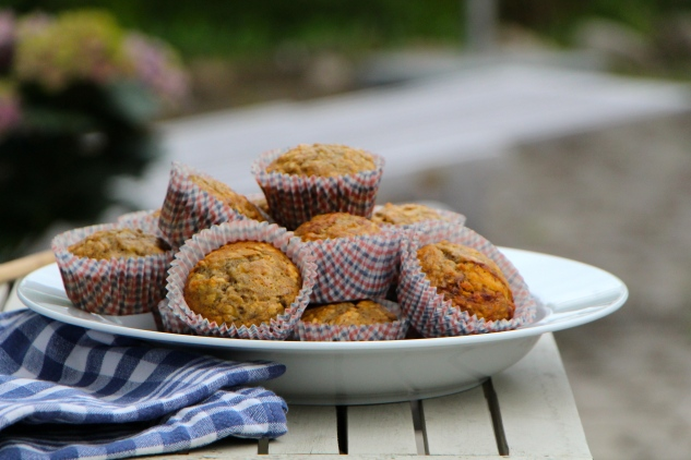 healthy banana walnut muffins