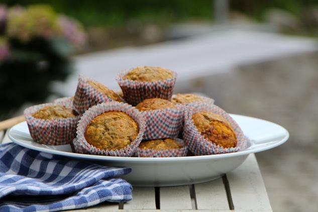 healthy banana walnut muffins