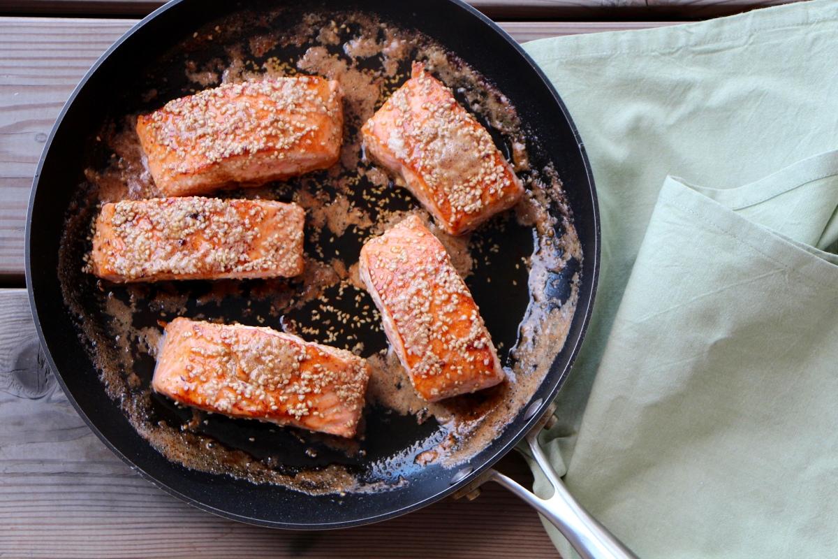 Laks med brunet smør, soya og honning   Mye Smak